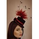 Mini chapeau avec bouquet de plume rouge